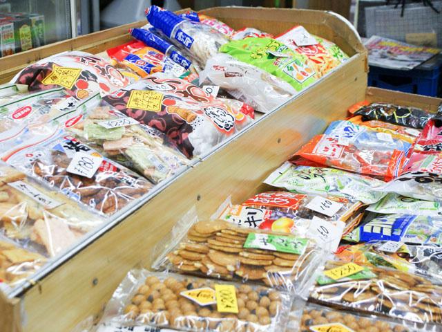 スナック菓子も販売の写真